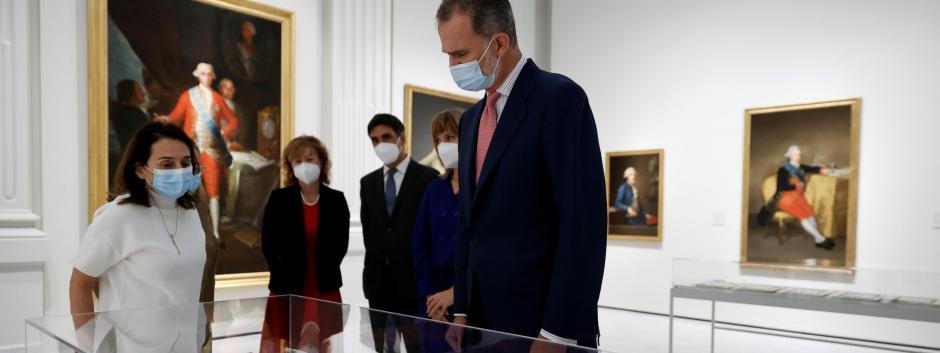 El rey Felipe en su visita a un espacio de exposiciones permanente del Banco de España que se inaugura este miércoles con una muestra sobre la vinculación de su colección de arte con Goya y que cuenta con una treintena de piezas de 14 artistas.