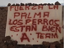 Pancarta que ha dejado A Team