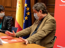 Isabel Rodríguez con el director del Instituto Cervantes