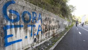 Facebook trata a ETA como 'Askatasuna' en su lista negra