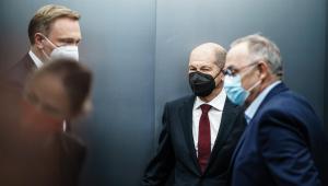 Christian Lindner, líder de los liberales conversa con Olaf Scholz, socialdemócrata alemán