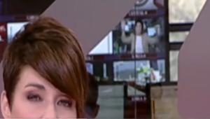 Beatriz Pérez Aranda gesticuló en uno de los monitores a la espalda de la presentadora Marta Solano