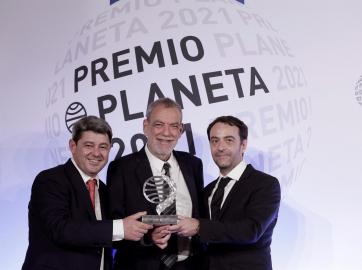 Antonio Mercero, Jorge Díaz y Agustín Martínez son los ganadores del Premio Planeta 2021 por su novela La bestia