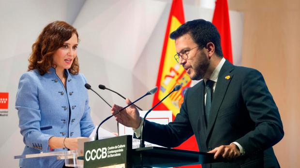 La presidenta de la Comunidad de Madrid, Isabel Díaz Ayuso, y su homólogo catalán, Pere Aragonès