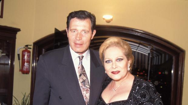 Concha Márquez Piquer y el actor Ramiro Oliveros.