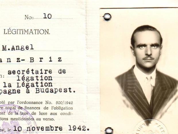 Pasaporte de Ángel Sanz Briz, embajador de España en Budapest en 1944