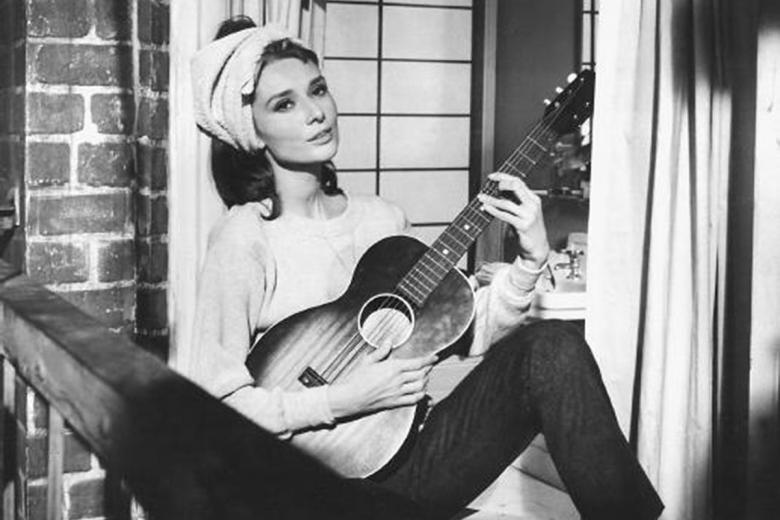 Audrey Hepburn cantando Moon River