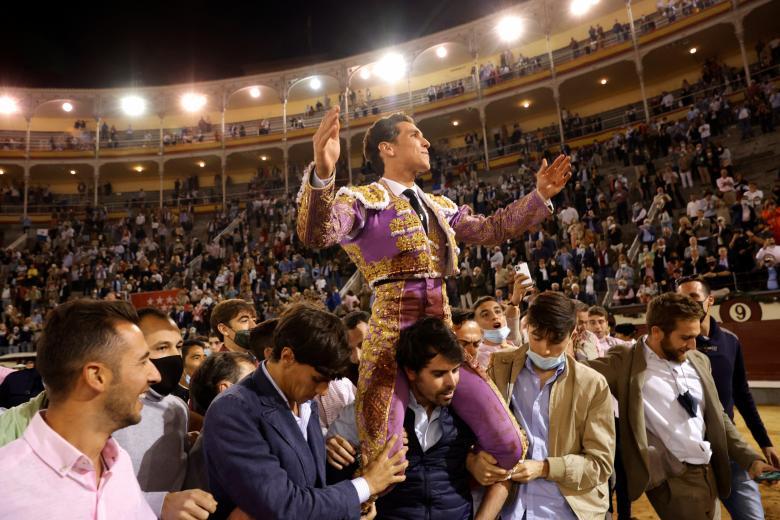 Ginés Marín, a hombros en Las Ventas