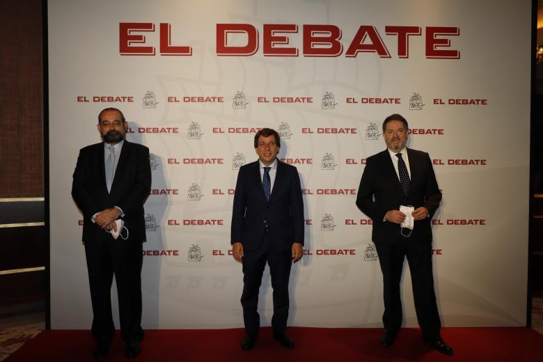 Presidente de El Debate, Alfonso Bullón de Mendoza; José Luis Martínez Almeida, Alcalde de Madrid y Bieito Rubido, director de El Debate, de izquierda a derecha