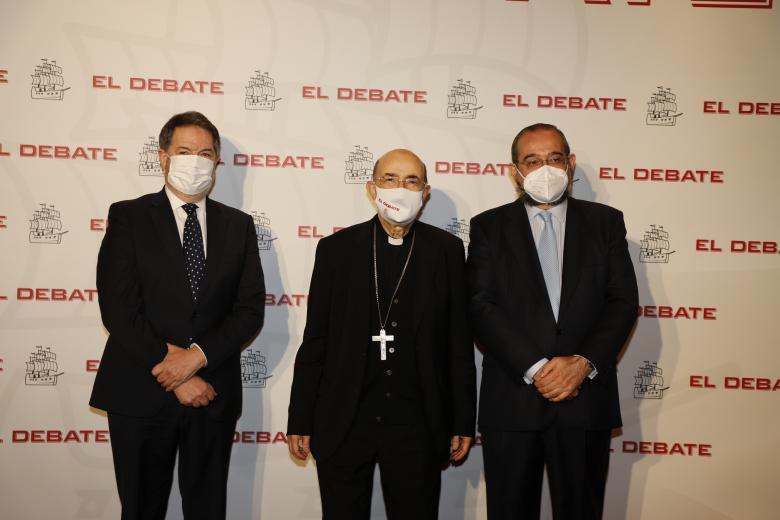 Bieito Rubido, director de El Debate; Fidel Herráez, consiliario de la Asociación Católica de Propagandistas; Alfonso Bullón de Mendoza, presidente de El Debate, de izquierda a derecha
