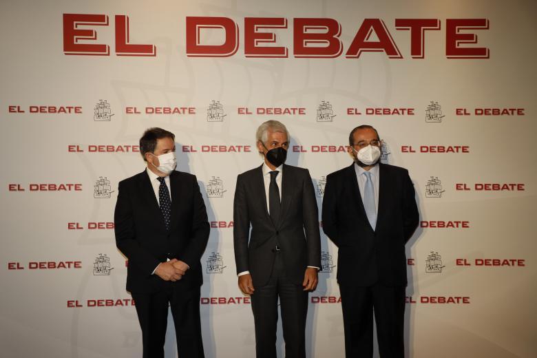 Bieito Rubido, director de El Debate; Adolfo Suárez Illana, secretario cuarto de la Mesa del Congreso de los Diputados; Alfonso Bullón de Mendoza, presidente de El Debate, de izquierda a derecha