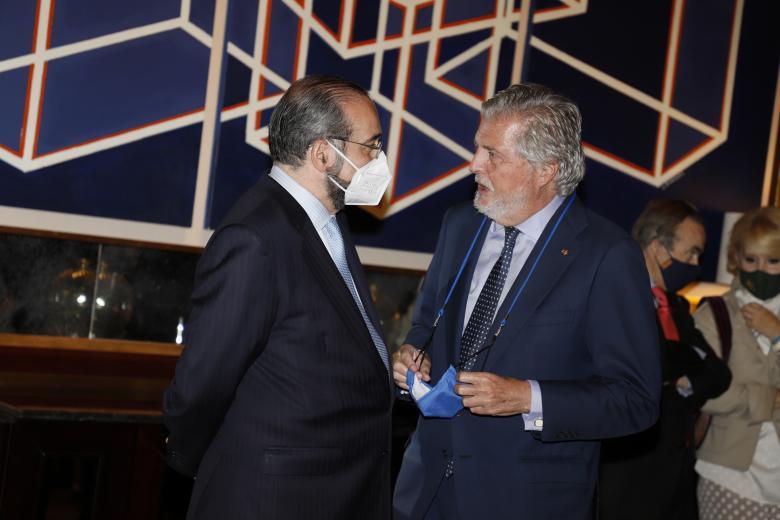 Alfonso Bullón de Mendoza, presidente de la ACdP y del diario junto al senador Íñigo Méndez de Vigo