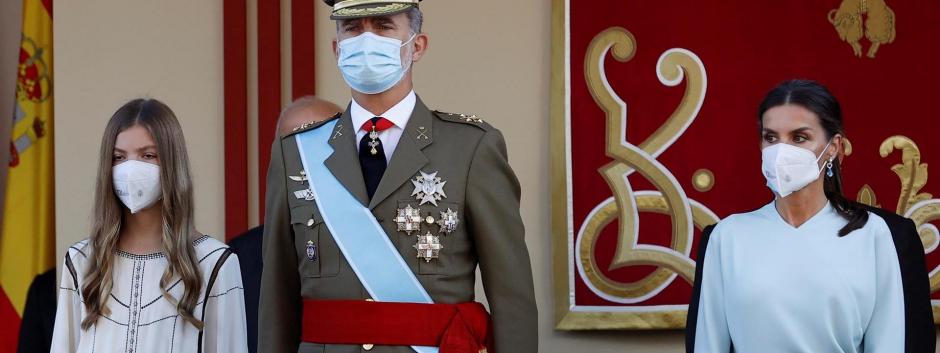 Los Reyes de España y la Infanta Sofía en el desfile del día de la Hispanidad 2021