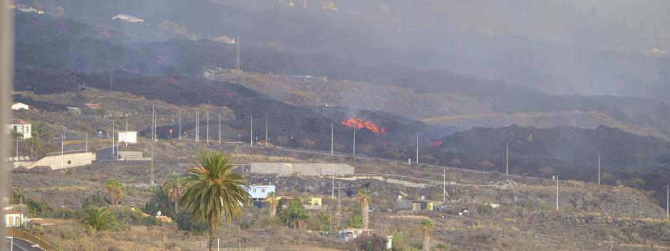 La lava del volcán de Cumbre Vieja llega a una fábrica de cemento