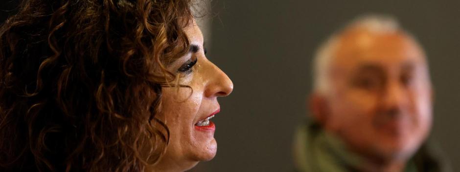 La ministra de Hacienda, María Jesús Montero, en una reunión con sindicatos
