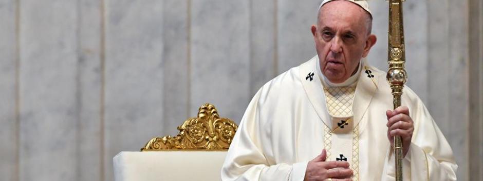 Imagen del Papa Francisco celebrando la Eucaristía