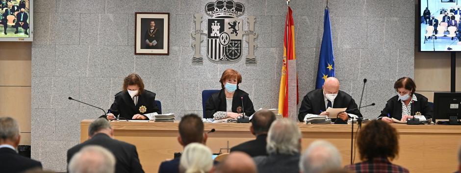 El tribunal de la Audiencia Nacional durante la primera sesión del juicio a Villarejo