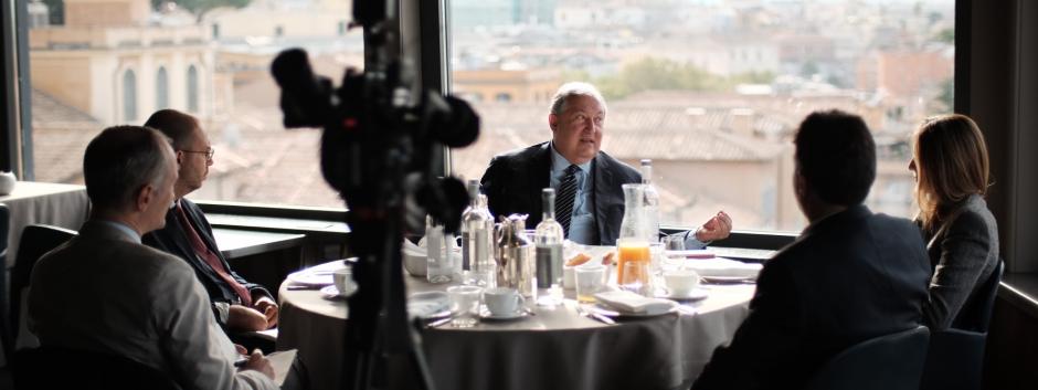 El presidente de Armenia con nuestro corresponsal en el Vaticano tras el encuentro con Francisco