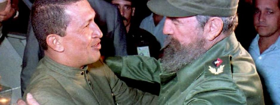 El dictador comunista Fidel Castro junto a Hugo Chávez
