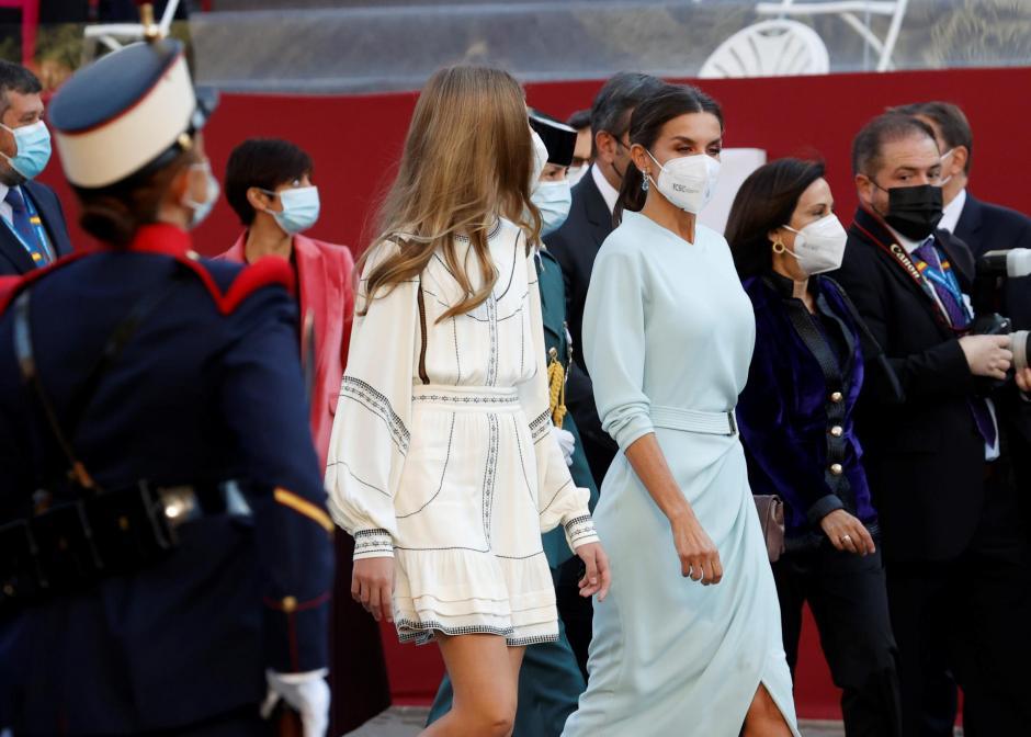 La Infanta Sofía y la Reina Letizia en el día de la Hispanidad 2021