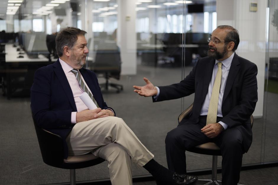 Bieito Rubido y Alfonso Bullón de Mendoza, durante la entrevista