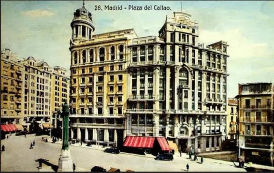 Postal turística de la Plaza de Callao