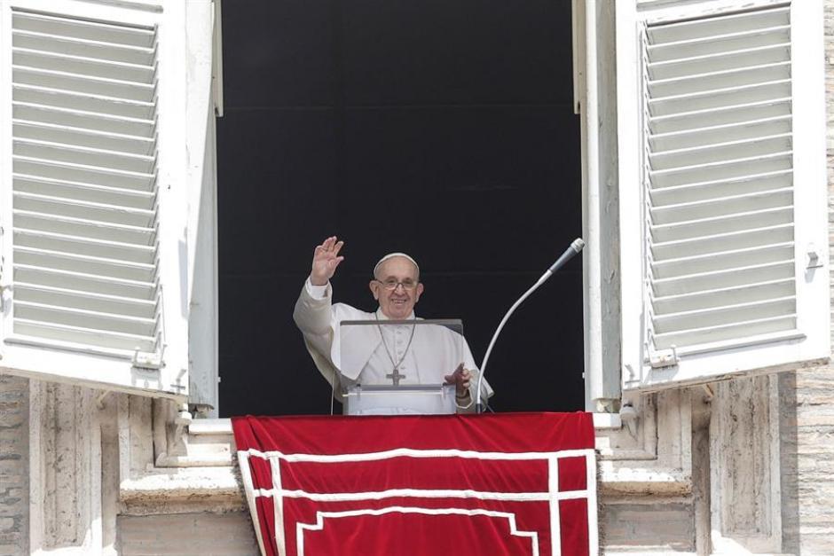 El Papa Francisco en el rezo del Ángelus en San Pedro