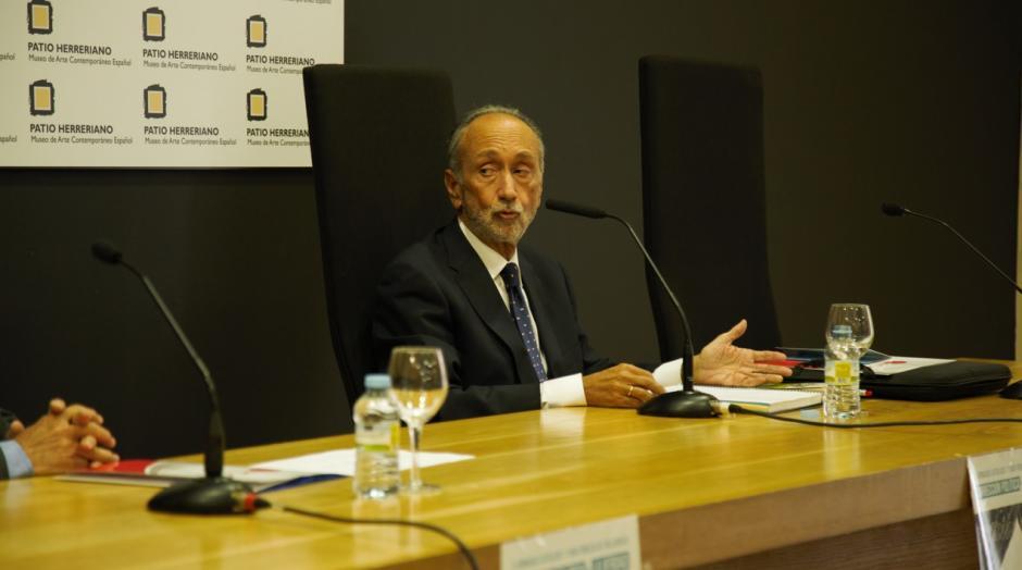 El profesor e historiador del CEU, Alberto Bárcena, haciendo un repaso histórico de la corrección política