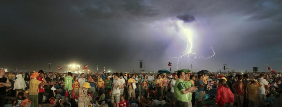 Una de las imágenes más impactantes en Cuatro Vientos, donde millones de jóvenes escucharon, a pesar de la tormenta, a Benedicto XVI